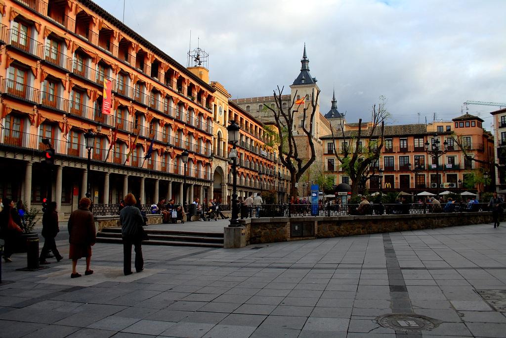 Plaza de Zocodover, al fondo el Alcazar