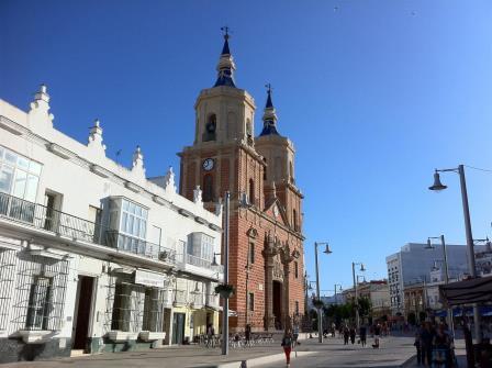Calle Real e iglesia Mayo de San Fernando, Cádiz. Foto David Ibañez Montañez