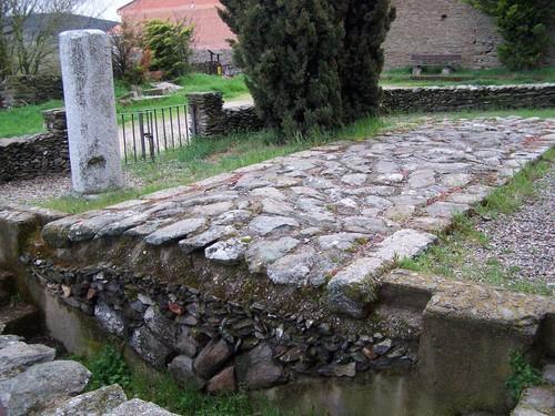 Corte de una calzada romana y Millare