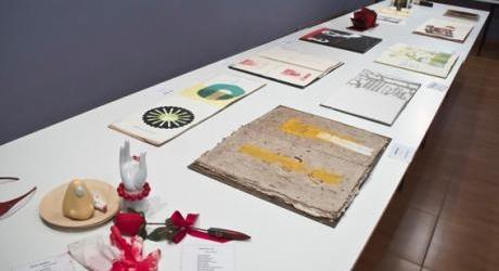 Mesa de un artista ilustrador de libros