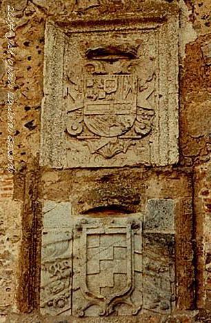 Escudos en la entrada al castillo