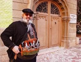 Cuchillero vendiendo cuchillos y navajas