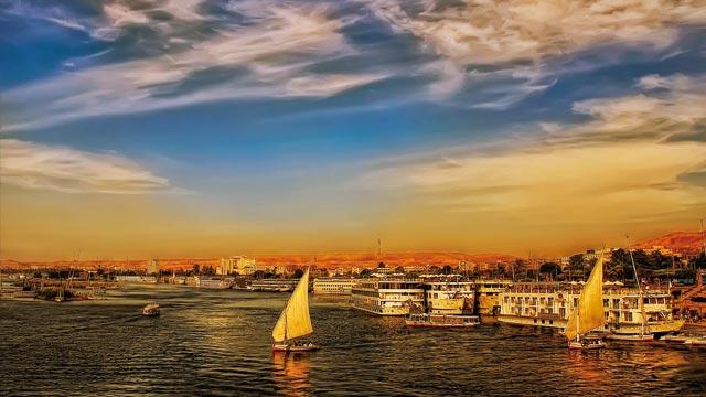 Amanecer en El Cairo