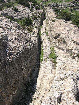 Entrada de carruajes al Castellar de Meca