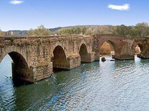 El Puente Romano también llamado Puente Viejo