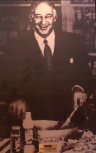 Caesar Cardini (nacido con el nombre de Cesare) (1896-1956) fue el inventor de la popular receta de la ensalada César. Fue propietario de un hotel-restaurante en Italia y tuvo la posibilidad de ser chef en Tijuana, México. El día 4 de julio de 1924 entró a un concurso de cocina en el que resultó ganador con la receta de la ensalada César, que hoy es mundialmente famosa. Otro nombre que se escucha cuando se habla de la Ensalada César es el de Alex Cardini, un mexicano (hijo de un inmigrante italiano) que por algún tiempo fue reconocido como el chef del famoso Hotel Peñafiel de Tehuacán, Puebla, México