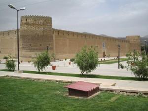 La Arg de Karim Khanes una ciudadela ubicada en el noreste deShiraz, .Fue construida durante ladinastía Zand en el 1180 y como parte de un complejo y lleva el nombre deKarim Khan, que la usó como  vivienda. A veces, la ciudadela fue utilizada como prisión.Hoy, es un museo gestionado porla Organización del Patrimonio Cultural de Irán.