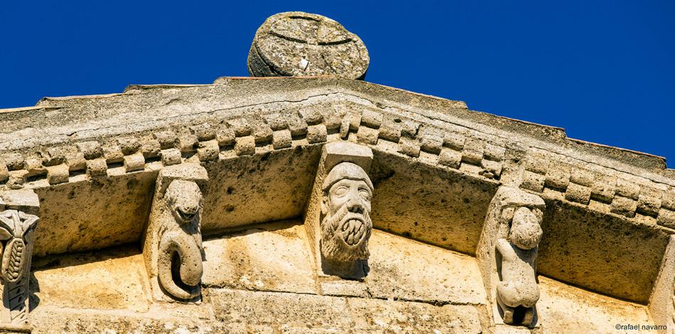 Detalle de los canecillos de San Martín de Fromista