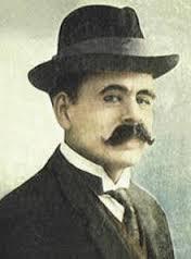 """Ángel Gregorio Villoldo Arroyo (Barracas, Buenos Aires, 16 de febrero de 1861-14 de octubre de 1919) fue un músico argentino, uno de los pioneros del tango, también considerado como el """"Padre del tango"""". Nació al sur de la Ciudad de Buenos Aires. Fue letrista, guitarrista, compositor y uno de los principales cantores de la época. También se lo conoció por los seudónimos de A. Gregorio, Fray Pimiento, Gregorio Giménez, Ángel Arroyo y Mario Reguero."""