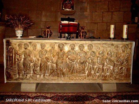 El altar de la iglesia se compone de un sarcófago Peleocristiano