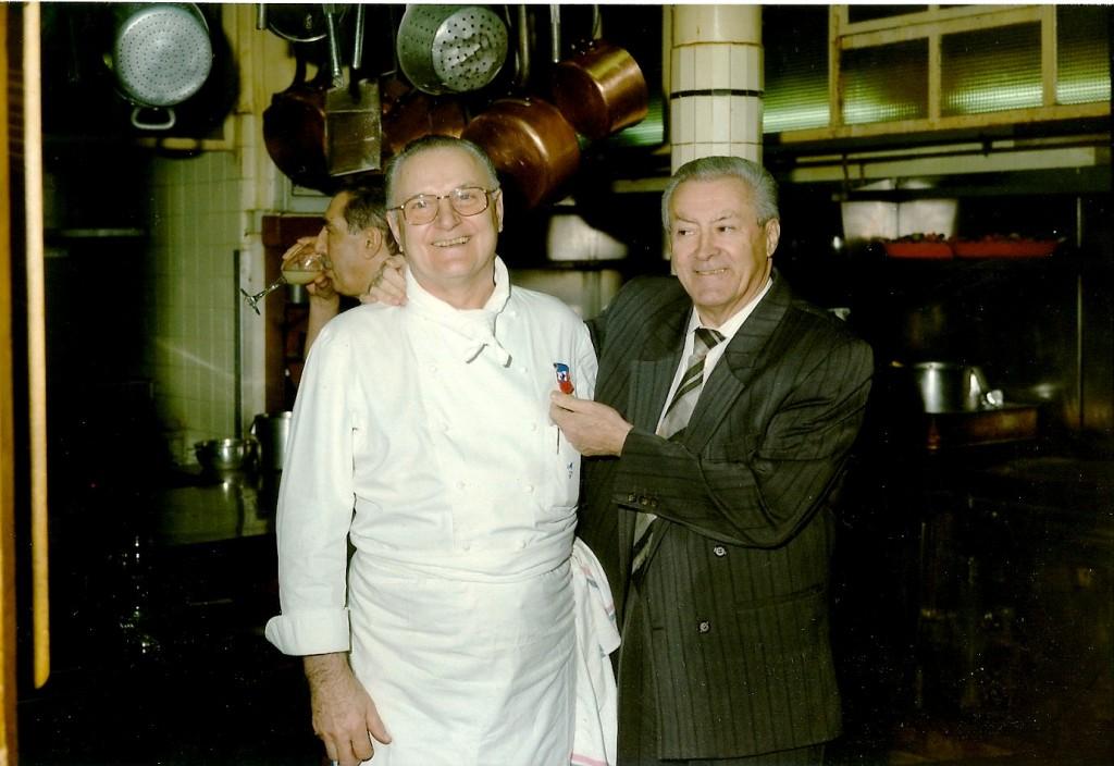El día de su jubilación con el dueño del Moulin