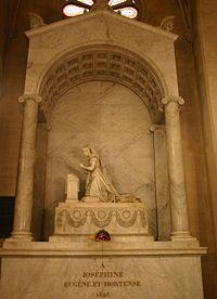 Tumba de Josefina y Hortensia de Beauharnais, obra de Pierre Cartellier, en la Iglesia de San Pedro y San Pablo de Rueil-Malmaison.