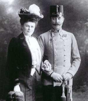 El Archiduque de Hasburgo Francisco Fernando y su señora la Condesa Sophie Chotek.
