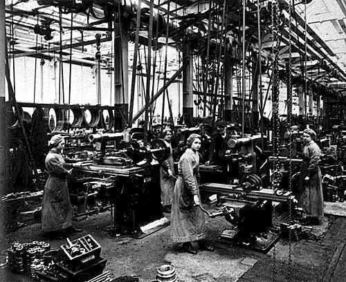Mujeres en las fábricas de armas