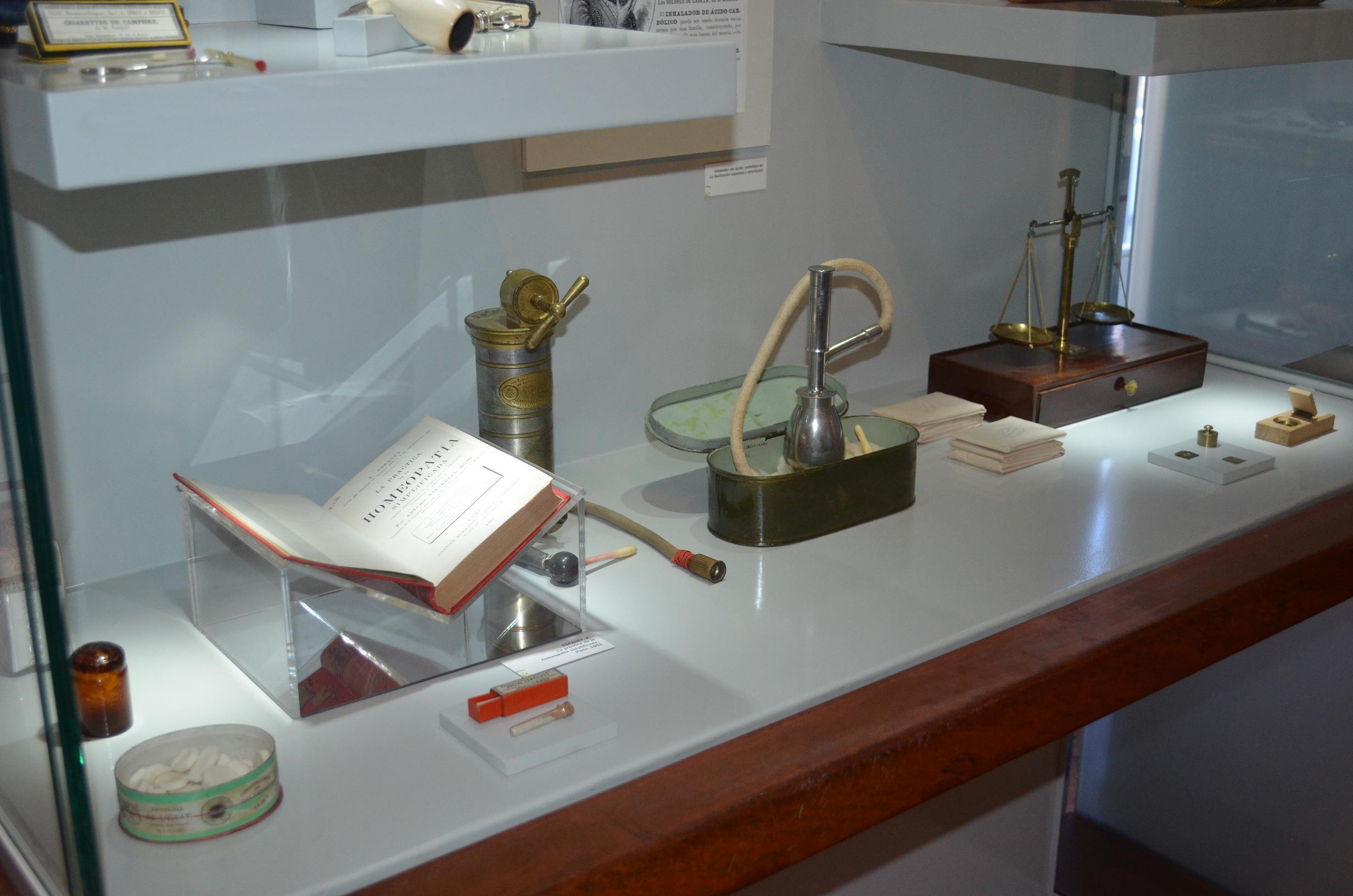 Vitrina Homeopatía Museo-S-P